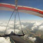 ハンググライダー飛ぶ雲の上魅力