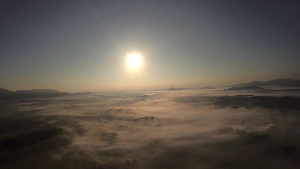 ハンググライダー飛ぶ魅力早朝