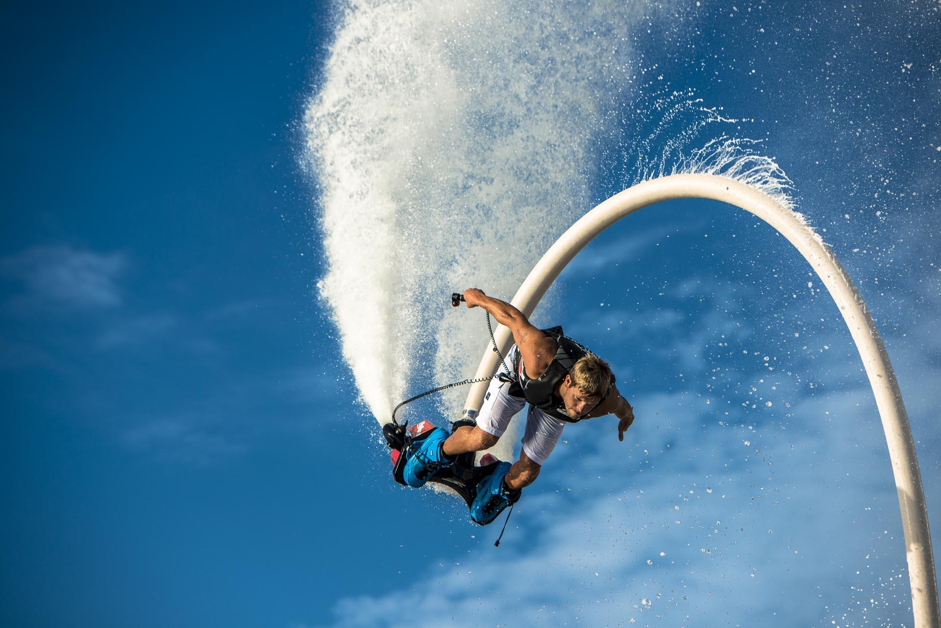 一生に一度はやってみたい!水圧で空を飛ぶ【フライボード/ホバーボード/ジェットレブ】
